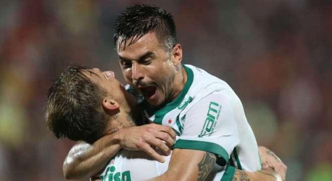 No primeiro toque na bola de Willian, o gol. E o Palmeiras já é vice líder