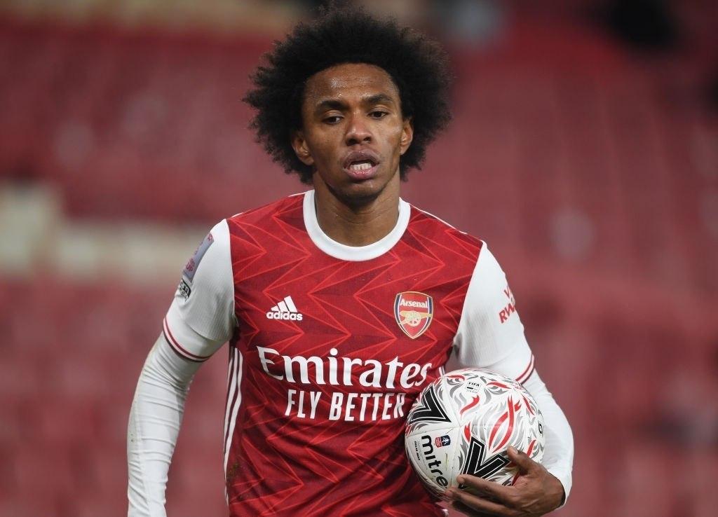Willian segue afastado do Arsenal, apesar de o clube dar vexame histórico na Premier League