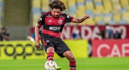 Arão em ação pelo Flamengo