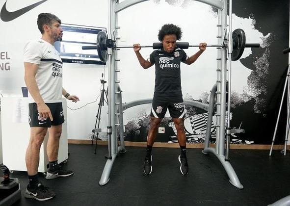 Willian foi acompanhado pelo fisioterapeuta Luciano Rosa em suas atividades