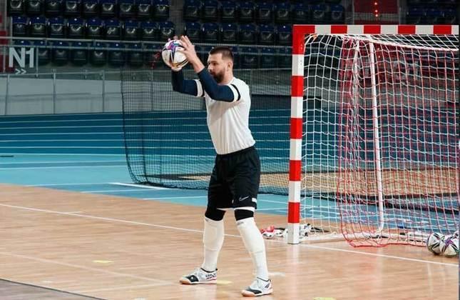 Willian (Goleiro) - Escolhido como um dos dez melhores goleiros do mundo em 2020 e eleito o melhor da posição da LNF no mesmo ano, ele é ídolo do JEC/Krona, time destaque no futsal catarinense, tem 26 anos e está em seu primeiro Mundial.