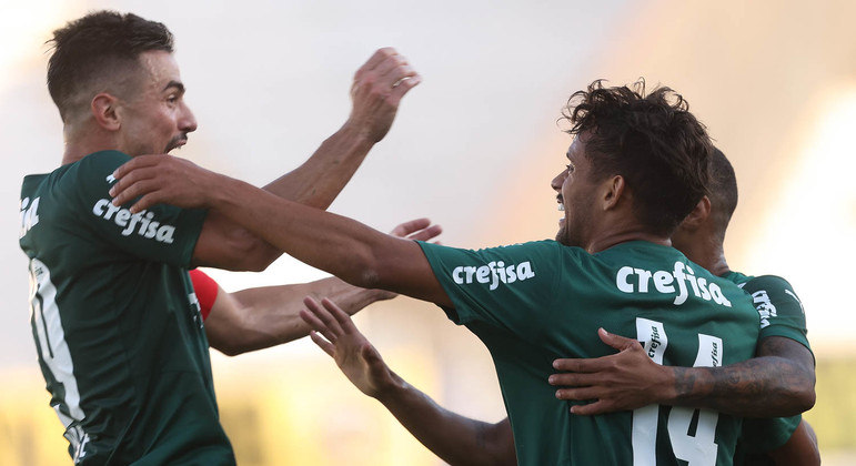 Willian e Gustavo Scarpa marcaram na tranquila vitória do Palmeiras