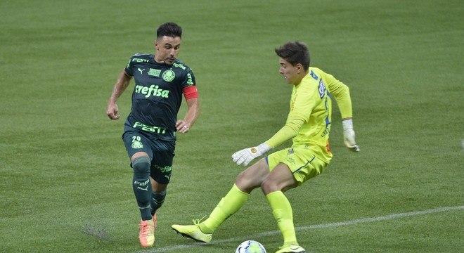 Willian driblou o goleiro para marcar contra o Sport