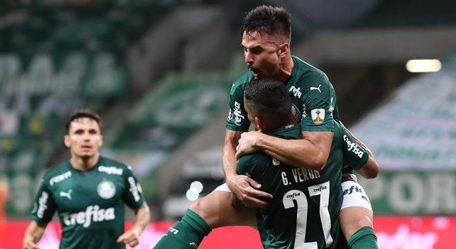 Willian, Gabriel Veron e Raphael Veiga comemoram gol do Palmeiras