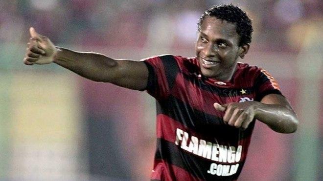 ... passagem  Willians - Volante - 32 anos - Campeão brasileiro com o  Flamengo em 2009 facf6e242df93