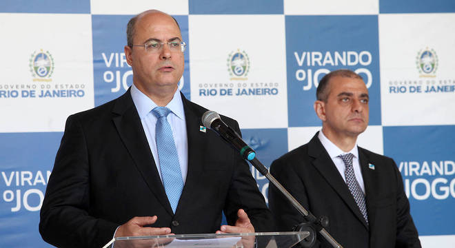 Wilson Witzel ao lado do Edmar Santos, que deixa a secretaria de saúde do Rio