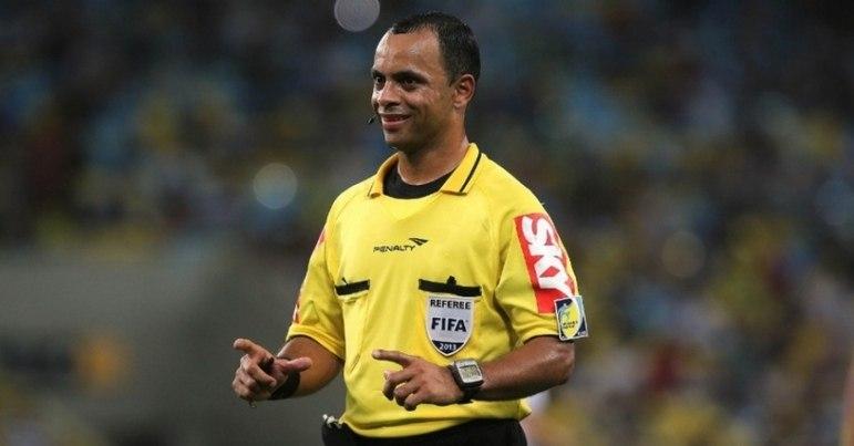 Wilton Pereira Sampaio (GO) (foto) é o árbitro do jogo. Fabricio Vilarinho da Silva (GO) e Bruno Raphael Pires (GO) são os auxiliares. Pablo Ramon Gonçalves Pinheiro (RN) é responsável pelo árbitro de vídeo.