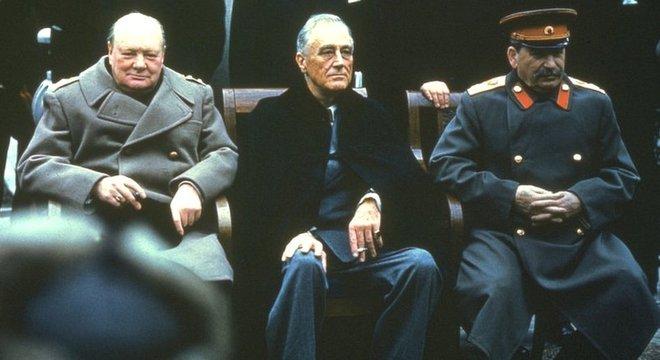 Winston Churchill, Franklin Roosevelt e Joseph Stálin eram os 'Três Grandes' que se reuniram em Yalta para definir o mapa de influências da Europa no pós-guerra