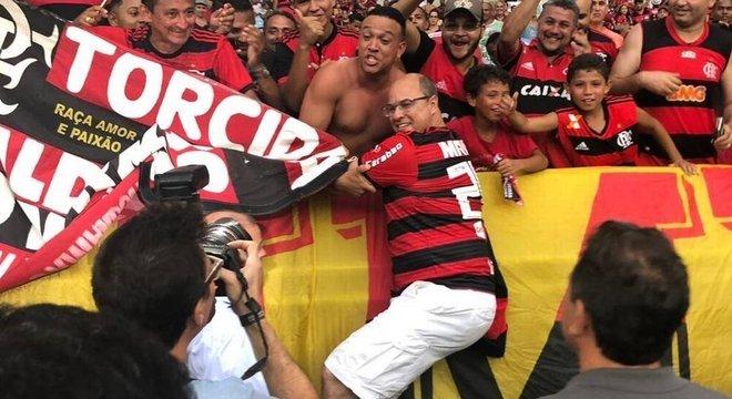 Tempos de torcedor ficaram para trás. Witzel veta volta do futebol no Rio