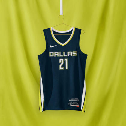 Dallas Wings - camiseta número 1:O uniforme apresenta detalhes laterais prontos para o voo e uma paleta de tons azuis claros, verdes neon e branco que inspira velocidade