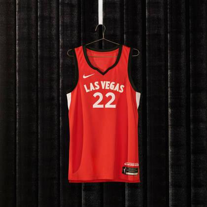 Las Vegas Aces - camiseta número 1: Detalhes de diamante estampados na frente e nas costas do uniforme, combinados com acabamento em ouro e letras grandes, parecem clássicos e modernos