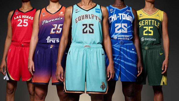 Já faz tempo que as mulheres não precisam mais vestir as sobras dos uniformes marculinos. Mas depois do uniforme próprio, elas pediam mais do que as cores regulares dos clubes pelos quais jogavam. Os times da WNBA, versão feminina da NBA, que completa 25 anos nesta temporada, ganharam uniformes diferenciados, com combinações de cores e mostras do empoderamento das mulheres