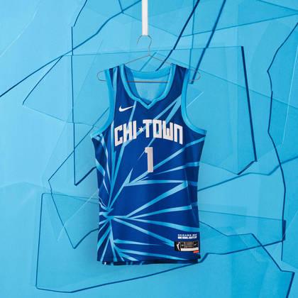 Chicago Sky - camiseta número 2: Com linhas estilhaçadas e um tom frio, o uniforme lembra a todos que nada pode impedir um time nascido do coração da Windy City