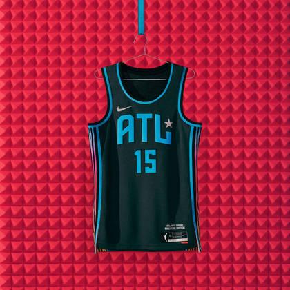 Atlanta Dream - camiseta número 2:As nuances sutis de prata no uniforme, como a estrela de prata e o detalhamento do logotipo, simbolizam os discos de platina e ouro produzidos na cidade
