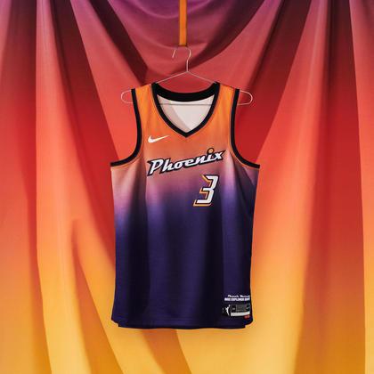Phoenix Mercury - camiseta número 1: Moldada no gradiente laranja e roxo vívido de um nascer do sol do deserto do Arizona