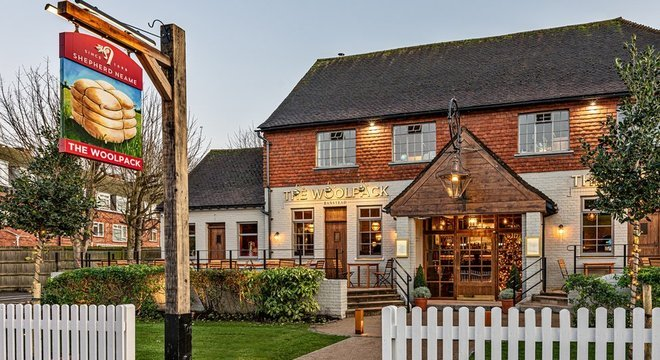 The Woolpack, pub do grupo Shepherd Neame; setor se queixa do governo e prevê meses de dificuldades