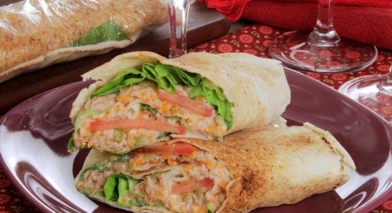 Wrap de atum com salada