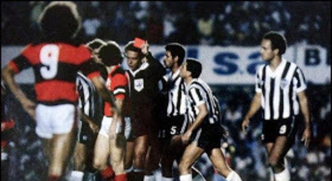 Wright expulsou cinco do Atlético. Mesmo com 0 a 0, Flamengo foi declarado vencedor