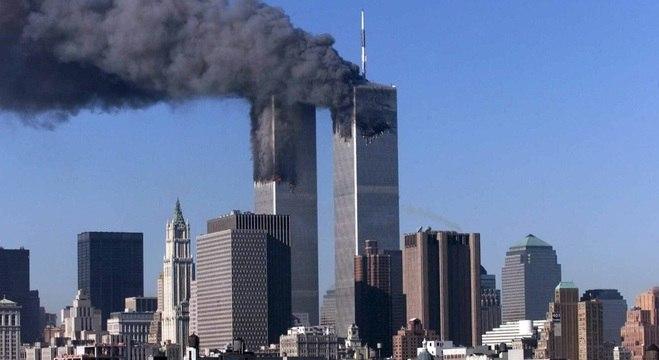 World Trade Center em chamas: atentados de 11 de setembro completam 18 anos