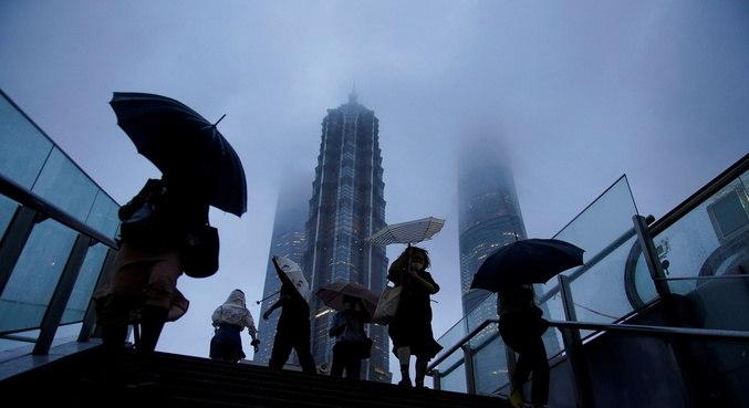 Tufão Chanthu provocou ondas de até oito metros na China