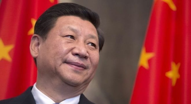 Xi JinPing acumula as funções de líder maior do Partido Comunista Chinês, chefe do Exército e presidente do país