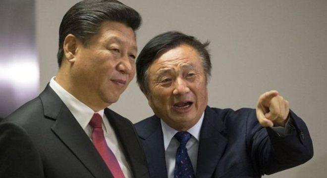 O presidente chinês, Xi Jinping, e o presidente da Huawei, Ren Zhengfei, em Londres, em 2015