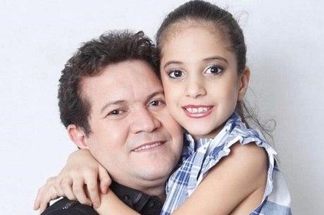 Ximbinha postou foto antiga com a filha