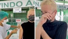 Xuxa Meneghel chora ao ser vacinada contra a covid-19 no Rio