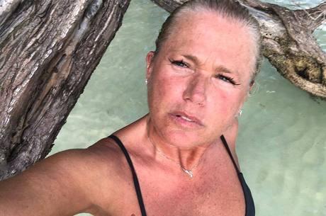 Xuxa foi criticada ao postar foto 'ao natural'