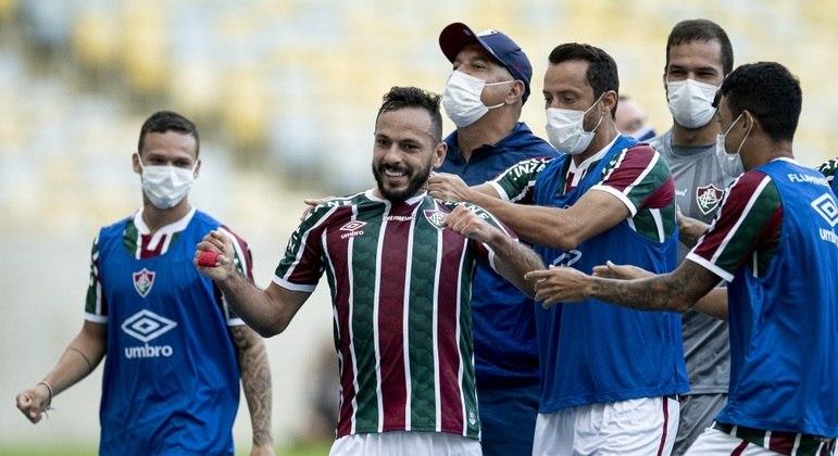 Yago Felipe fez um golaço e abriu caminho para a classificação do Fluminense
