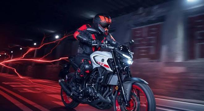 Yamaha MT-03 com nova carenagem e faróis que também deve estrear no país
