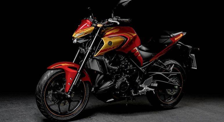 Modelo tem motor bicilíndrico de 321 cm³ com arrefecimento a líquido e 42,1 cv