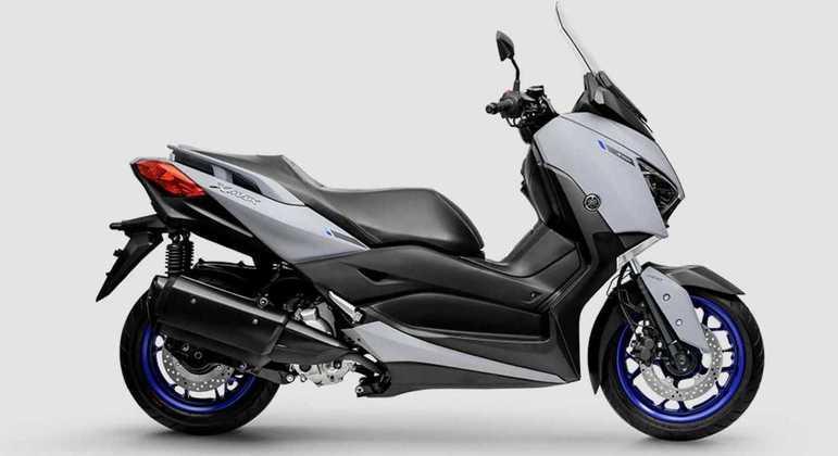 Moto conta com freios a disco com ABS nas duas rodas