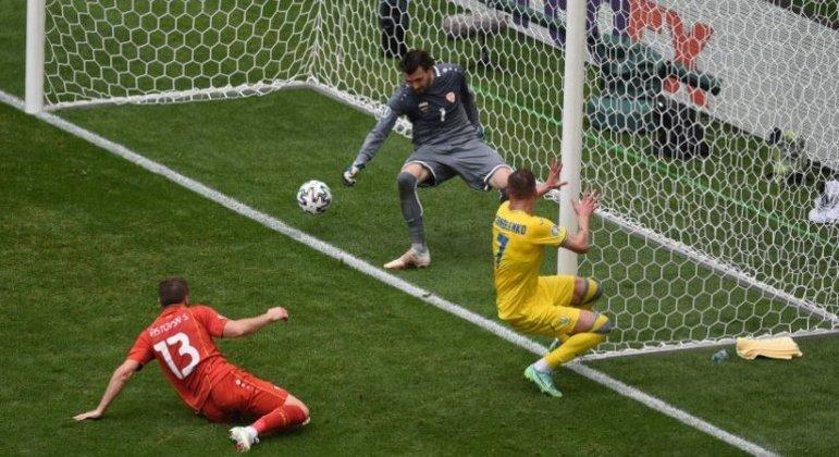 O momento do gol de Yarmolenko