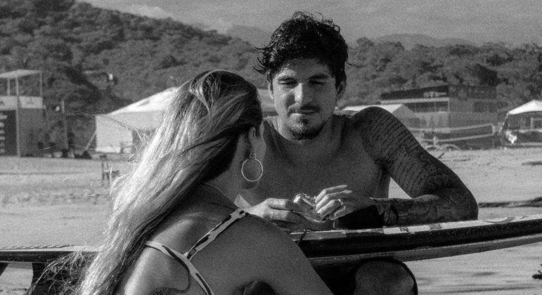 Casal trocou declarações de amor nas redes sociais durante viagem ao México