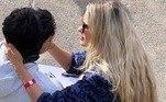 Além dos treinos no mar para o campeonato, Medina trocou carinhos com a mulherLeia também:Aliança de brilhantes de Yasmin Brunet chama a atenção na web