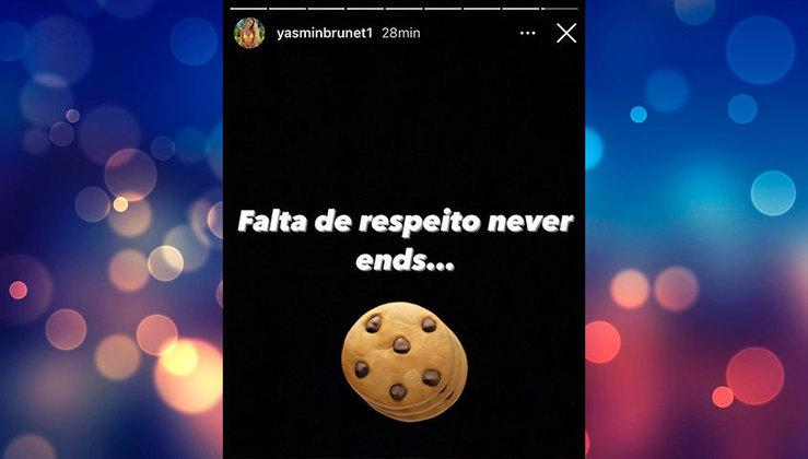 Yasmin Brunet seguiu a treta afirmando que era falta de respeito e com emoji de biscoito