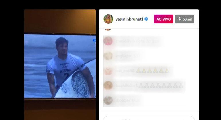 Yasmin transmitiu torcida para o namorado Gabriel Medina
