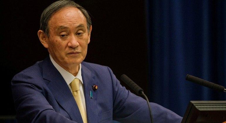 Yoshihide Suga pediu que as pessoas se abstivessem de viajar ou sair sem necessidade