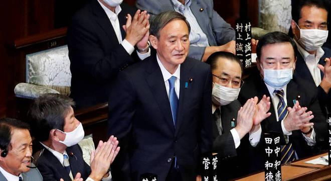 Yoshihide Suga foi eleito primeiro-ministro do Japão
