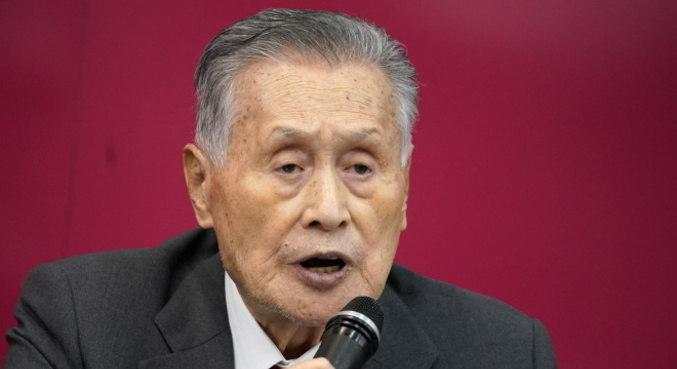 Yoshiro Mori teve de se desculpar por falas machistas