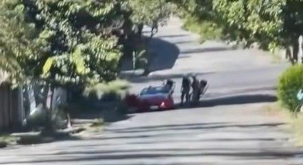 Vídeo mostra Camila sendo abordada pela PM