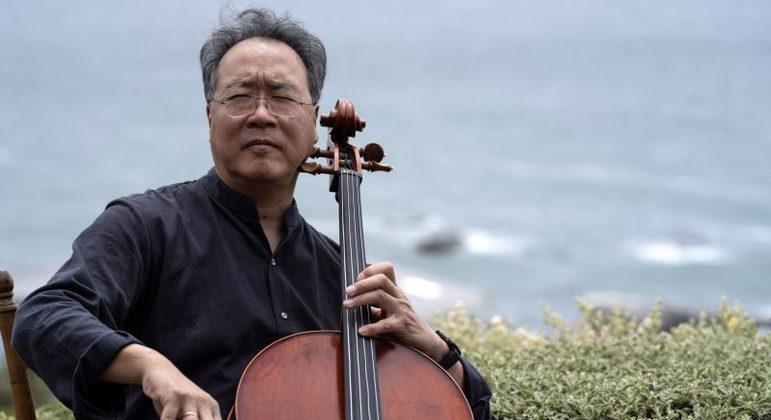 Um dos violoncelistas mais renomados do mundo se apresentou para quem ia se vacinar
