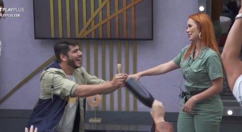 Yugnir pediu Mirela em casamento durante a participação deles no 'Power Couple Brasil'