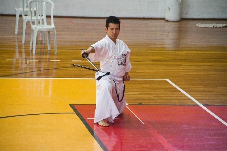 Yuji Yamauchi em ação em uma competição da arte marcial Iaidô em São Paulo