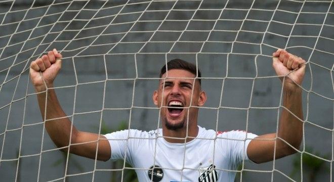 Yuri Alberto, do Santos, é o 'mais barato' dos convocados para o ataque da Seleção Brasileira Sub-20. Mesmo aos 17 anos já figura entre os profissionais do clube da Vila Belmiro. Está avaliado em 100 mil euros (cerca de 431 mil reais)