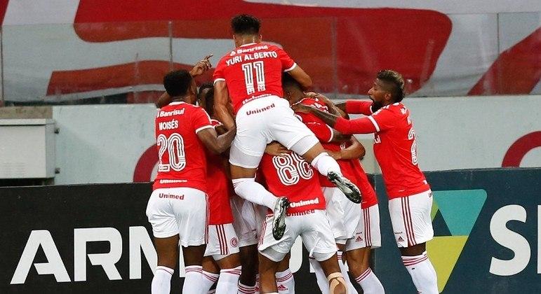 Jogadores do Inter comemoram o gol de Rodrigo Dourado contra o Fortaleza