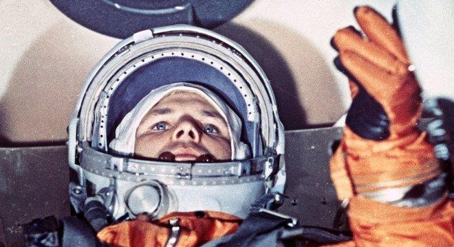 Yuri Gagarin fez história em 1961. Esta foto foi tirada minutos antes da decolagem