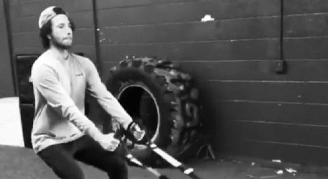 Zack de la Rocha pega pesado na academia antes de turnê do RATM; veja
