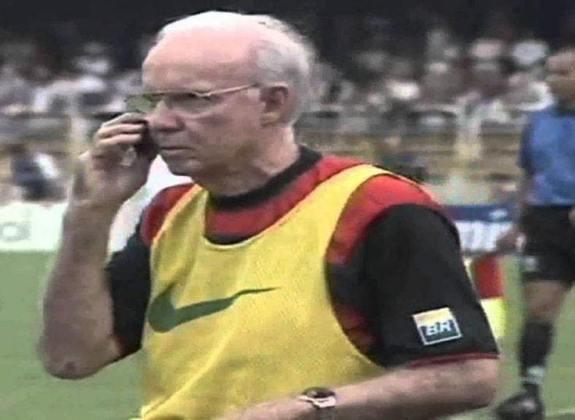 Zagallo - Técnico do Flamengo em 2001, o Velho Lobo, hoje aos 89 anos, está afastado das funções relacionadas ao campo por conta da saúde. O rubro-negro, inclusive, foi seu último trabalho à frente de um clube.